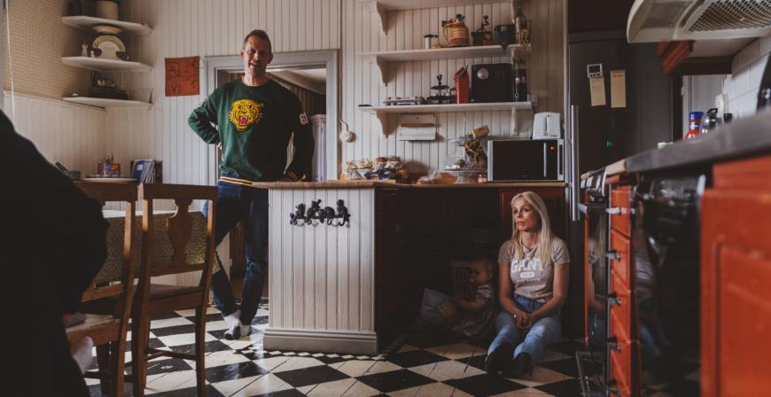 Det stora köket är en naturlig samlingspunkt för sexbarnsfamiljen som tycker om att vara hemma och umgås.