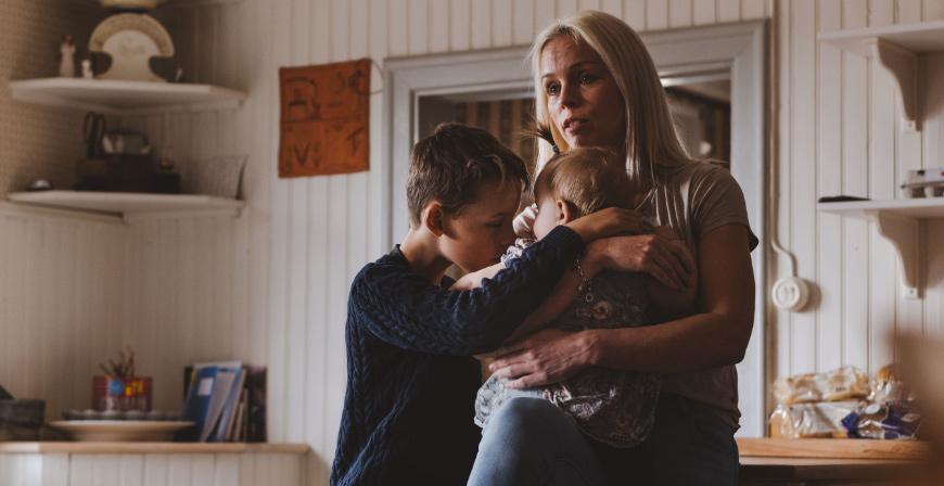 Avskeden kan vara jobbiga. Såväl för föräldrarna som de yngre barnen, men också för den som ska flytta. Det är vanligt att tidigare placerade kommer tillbaka och hälsar på.
